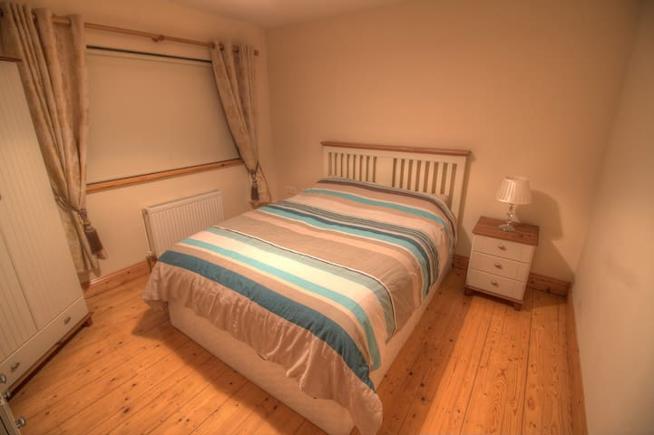 King Size Bed in Quiet Room - Portlaw