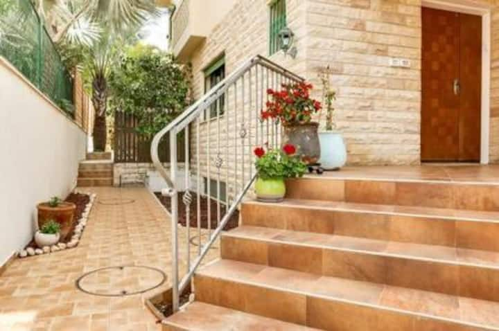 Lovely 3 bedrooms Ness-Ziona house in a quiet area