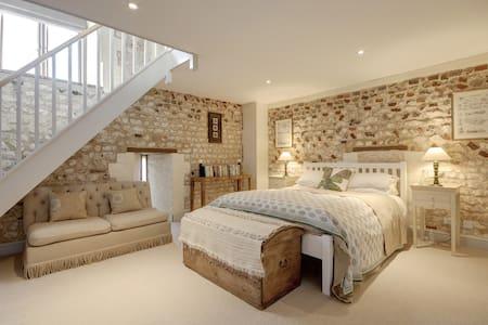 Luxurious North Norfolk B&B, The Courtyard - Norfolk - Bed & Breakfast