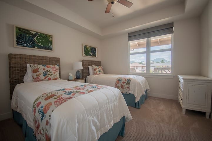 3rd bedroom with 2 single beds that can convert into a king bed. Please let us know in advance if you would like it converted into a king, so that our housekeepers can do it before your arrival.