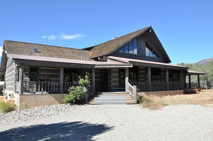 Spectacular home near Taos & TSV - El Prado - Hus