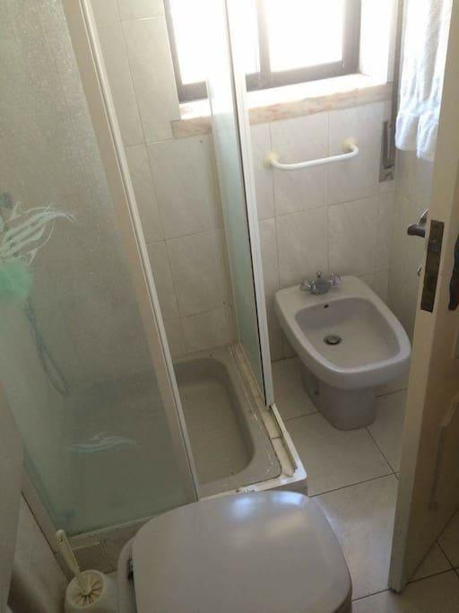 Shower room/toilet on top floor