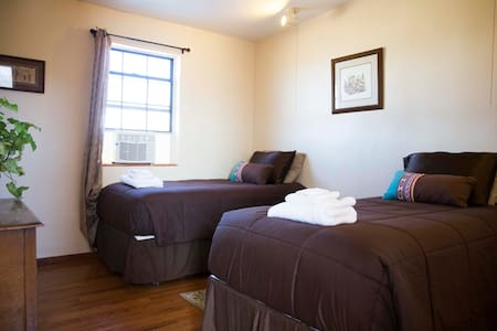 Room at Pandora for up to 2 people in Arivaca