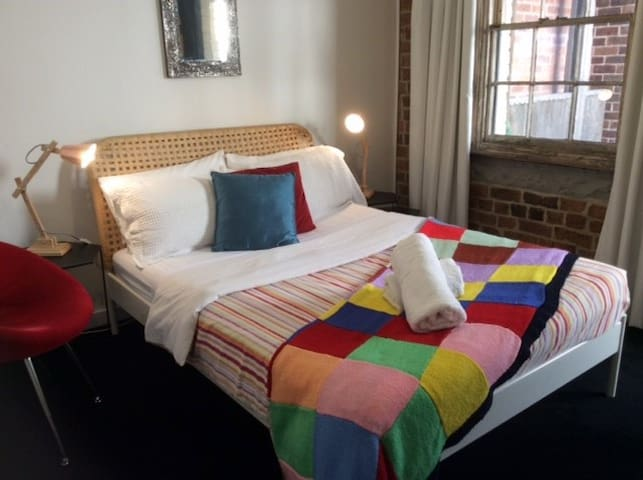 Alfredo by Newcastle Beach - sleeps 6 - Newcastle East - บ้าน