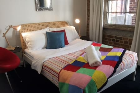 Alfredo by Newcastle Beach - sleeps 6 - Newcastle East