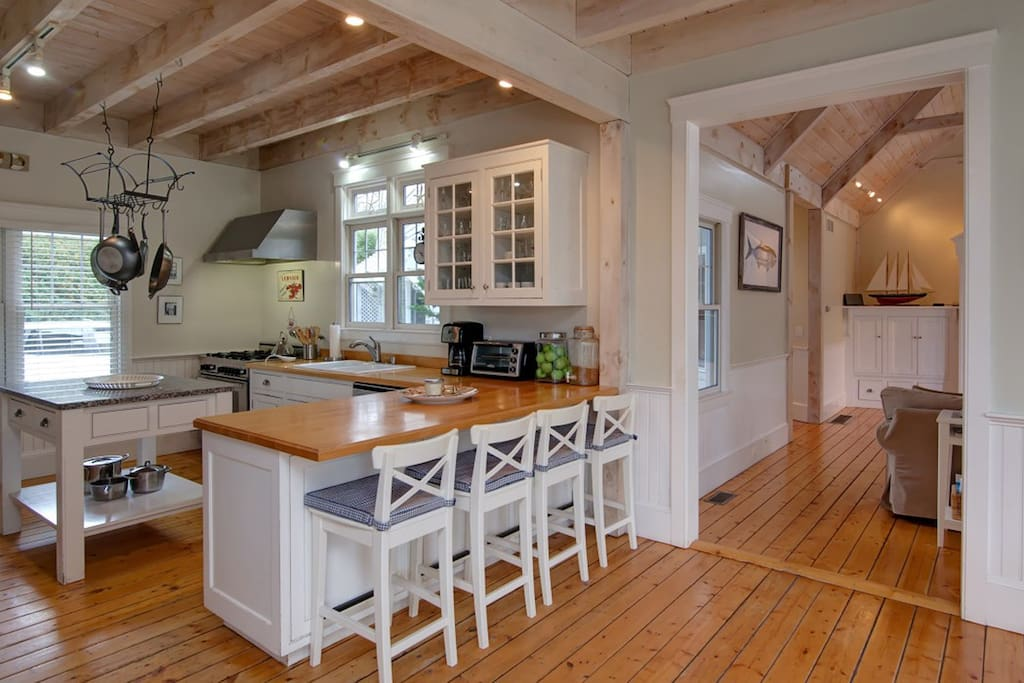 4 comfy stools chairs and plenty of space invite your group to the kitchen