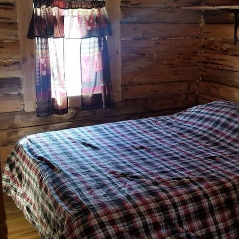 1st floor private Queen bed