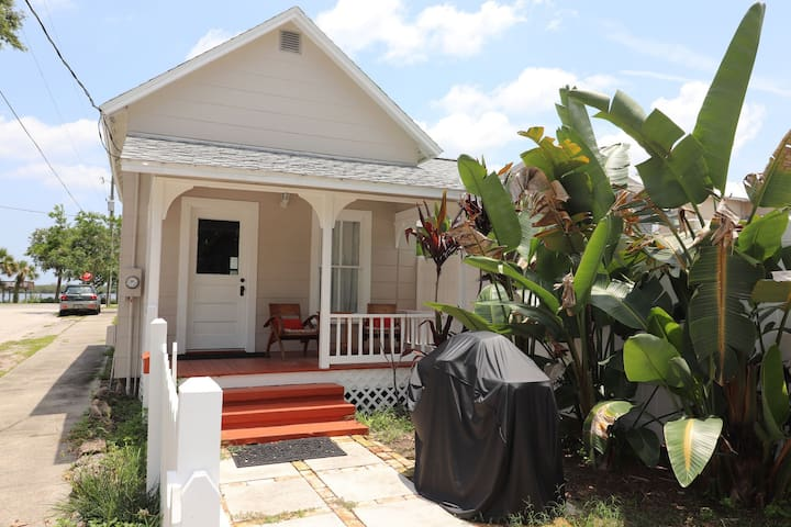 """Coastal Cottage""  Walk To Dining, Shopping, Etc.. & Only 2 Mi To Beach!"