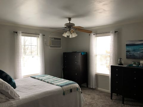 2 Bedroom 1B Private Studio  in Quiet Community