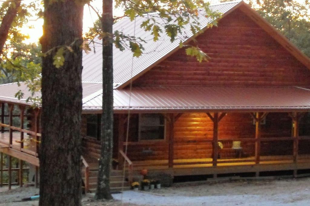 Deer lodge cabin rentals whiskey hollow cabin for Badezimmer jasper