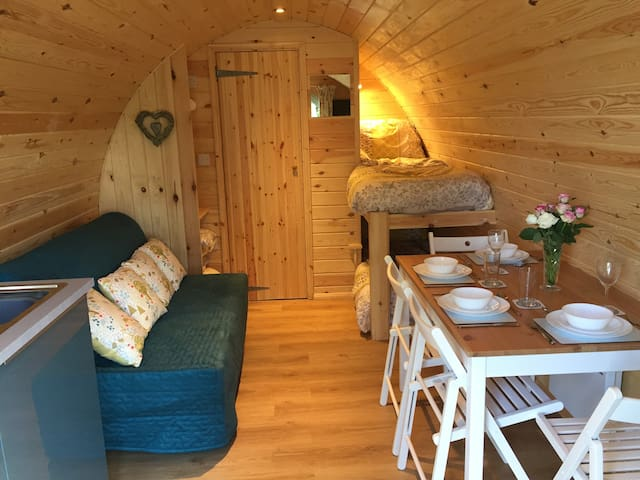 Rainbow Pods glamping with optional hot tub(extra)