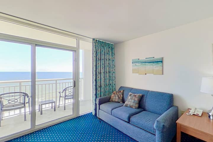 11th Floor Ocean View Snowbird Friendly Condo w/ Pool/Hot Tub, AC, WiFi