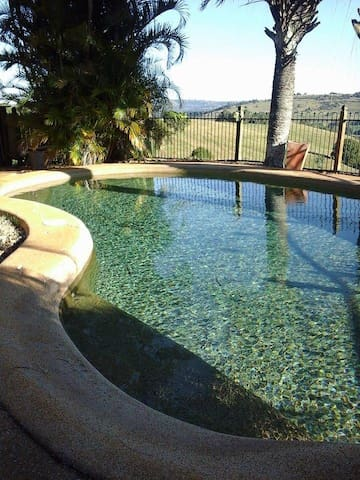 Hanno's on the Hill - Country retreat- FEB SPECIAL