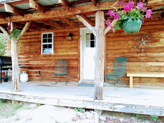 "Cozy cabin on Farm near Durango, CO~""The Grainery"""