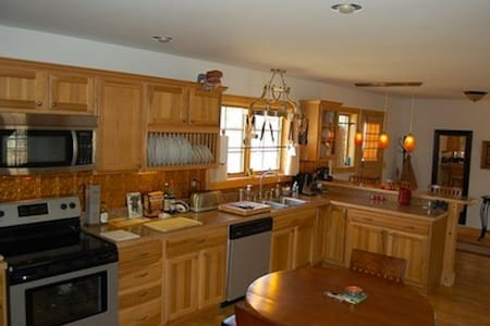 A 3 bedroom chalet by the lake.  - Stony Creek