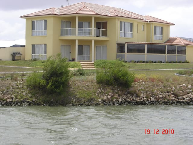 Hindmarsh Island House!Pool, Sauna, kayaking! - Hindmarsh Island