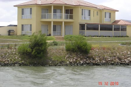 Hindmarsh Island House!Pool, Sauna, kayaking! - Hindmarsh Island - Hus