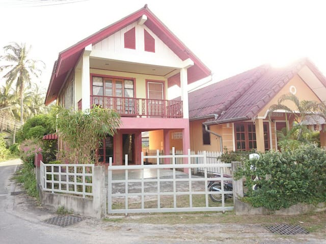 PHAN 5 House, 2 Bedrooms, 700 metres to beach