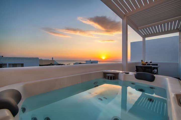Elea Hub with hot tub in Oia