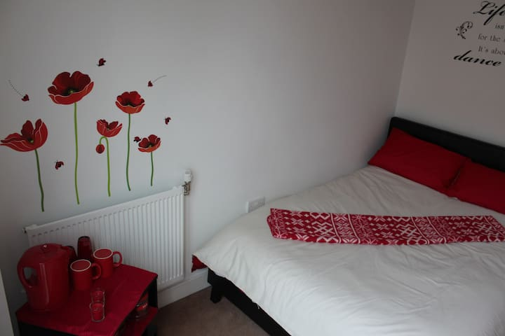 Cozy London Room with Breakfast - Hounslow - House