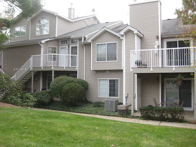 "2BR 2Ba townhome in ""The Hills"" -30 - Bedminster Township - Huoneisto"
