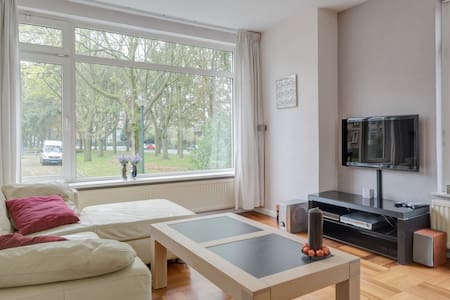 Private apartment 75m2. Free bikes - Oegstgeest - Apartemen