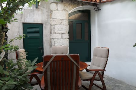 STUDIO APARTMENT  DUBE   *** - Split - Villa