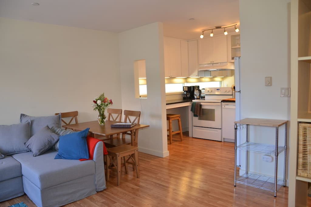 Full kitchen with all the amenities.