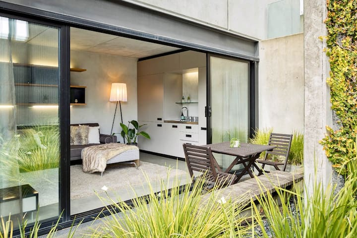 Minimal Modern Space near Heart of Auckland City