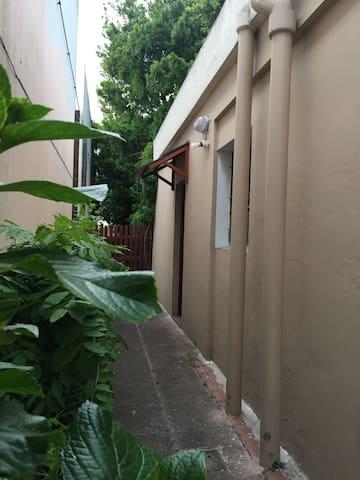 Habitación privada en excelente barrio de Mdeo