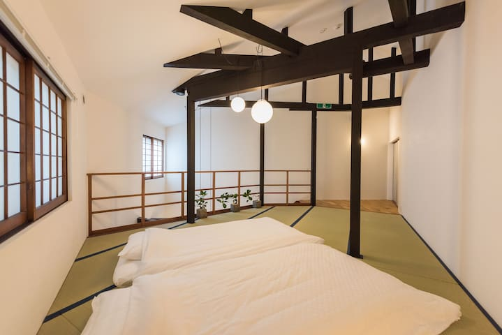 Tatami bedroom on the south side,2nd floor. 南侧房间的榻榻米卧室。