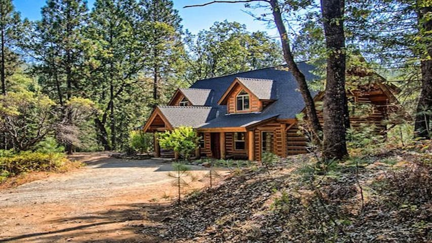 Less then a mile from the shore from beautiful Shasta Lake. Private, quiet, nestled in the woods luxury log cabin.