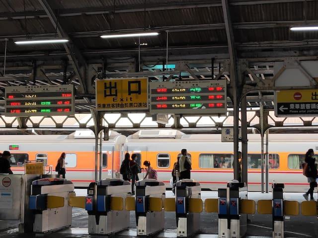 台南火車站站前獨立門戶大套房.可以住1-4人.樓下就是7-11,公車站, 近康是美,區臣氏,新光三越