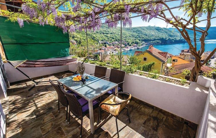 Romantic Lavander studio with private garden