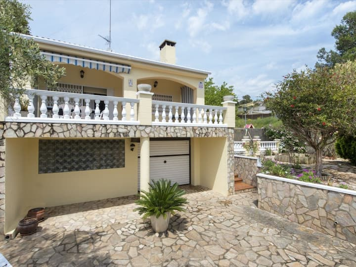 House in urbanization with private pool. 10 minutes from Blanes.