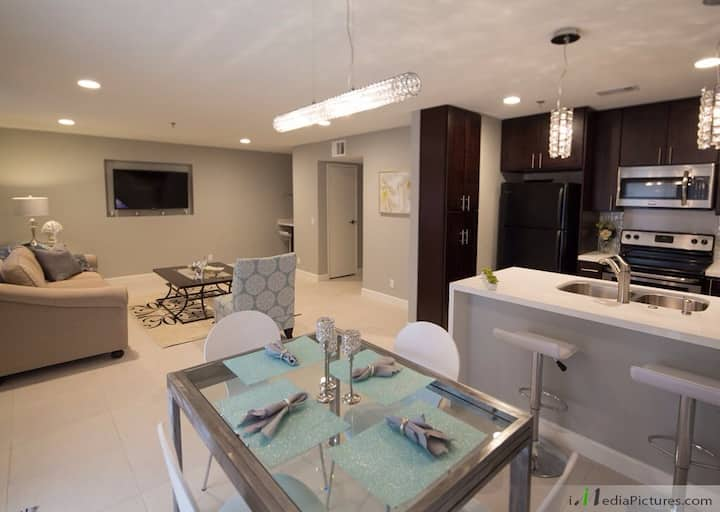 PALM DESERT OASIS Newly remodeled  in Palm Lake