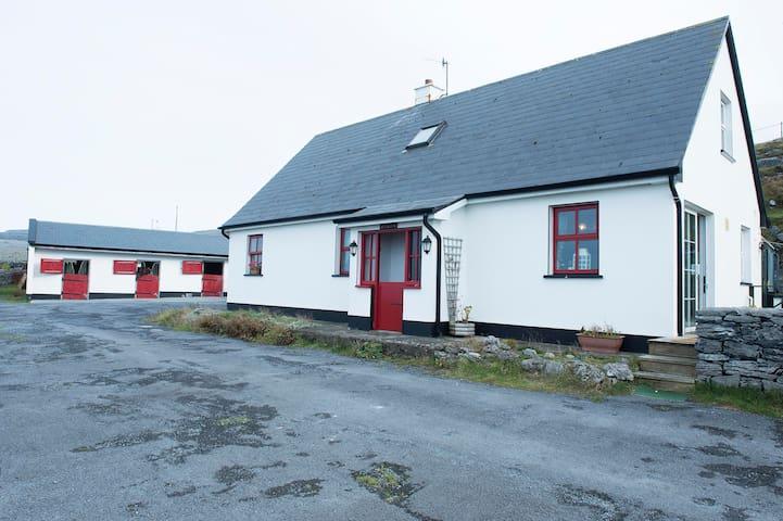 An Tig Tra (The Beach house ) - Fanore Ballyvaughan - Rumah