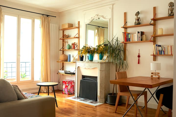 Bright Apartment with 2 BR in quiet street