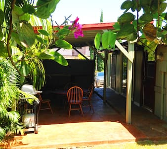 Clean 1BR Aprt. Walk to Paia Town
