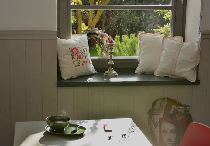 Eating area with view to the garden