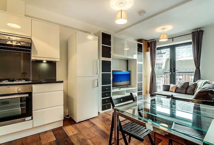 2 Bed Apartment (w/Lift & Balcony) - Third Floor