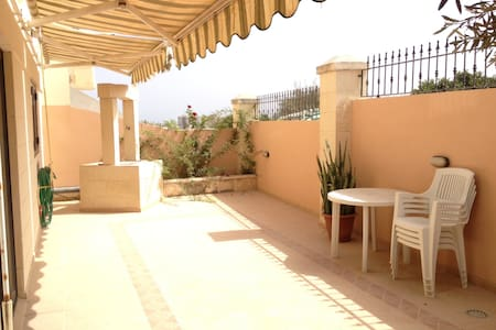 Flat, 2 rooms, quiet, very central - Swieqi - Apartment
