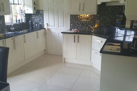 Stunning family home rooms to let - castleknock - Дом