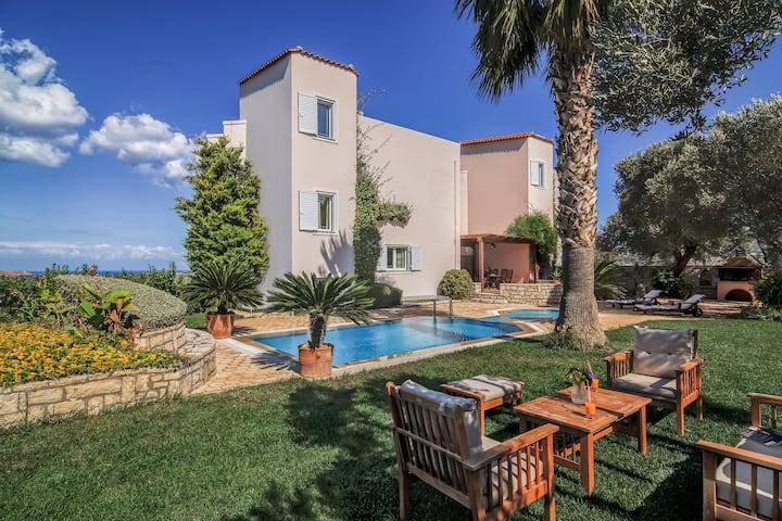 Villa Stella Scenic views-pool!