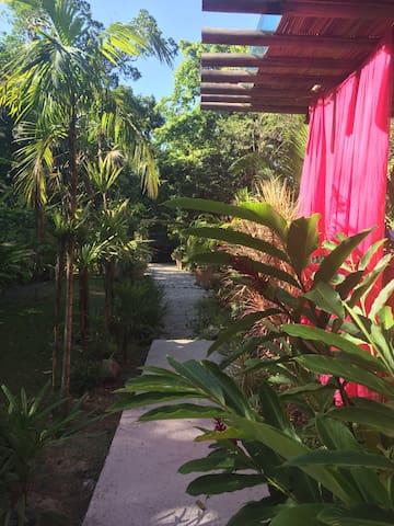 Quartos em casa charmosa na mata - São Sebastião - Dům