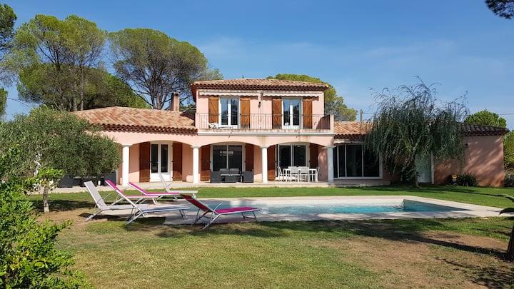 """Villa """"Les cigales"""" - 12 Personnes, avec piscine"""