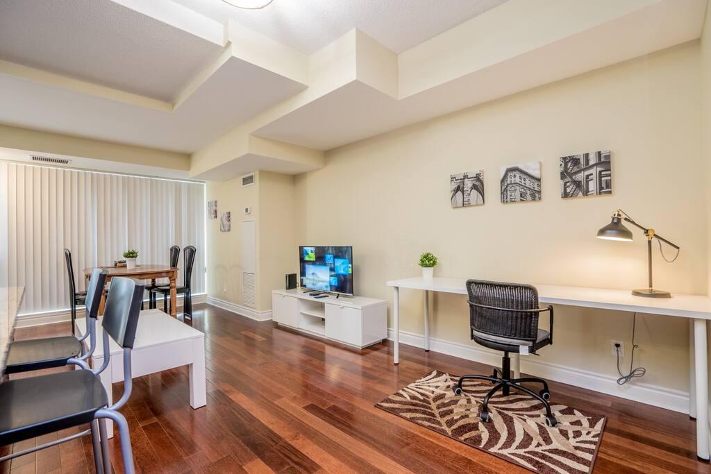 Quiet One Bedroom Condo Townhouse With Parking Condominiums For Rent In Toronto Ontario Canada