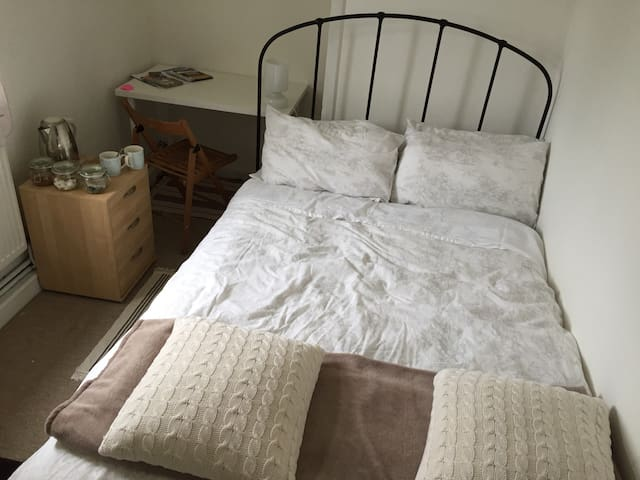 Clean, Cosy and Quiet - Bristol - House