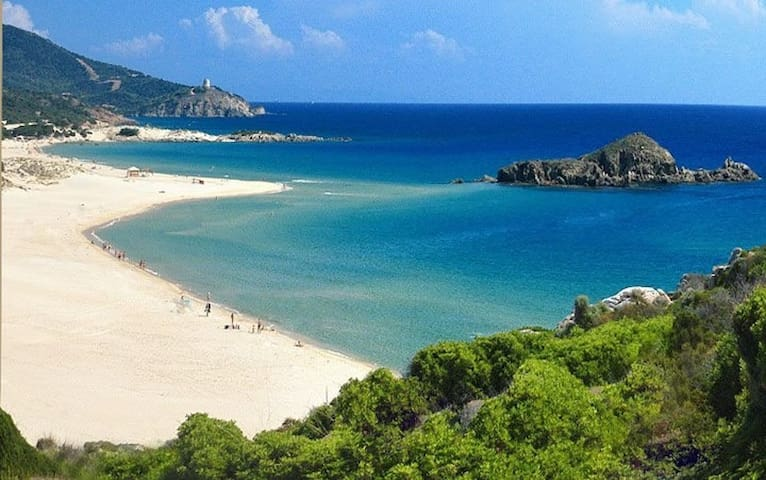 Su Giudeo Beach near Villa Baires