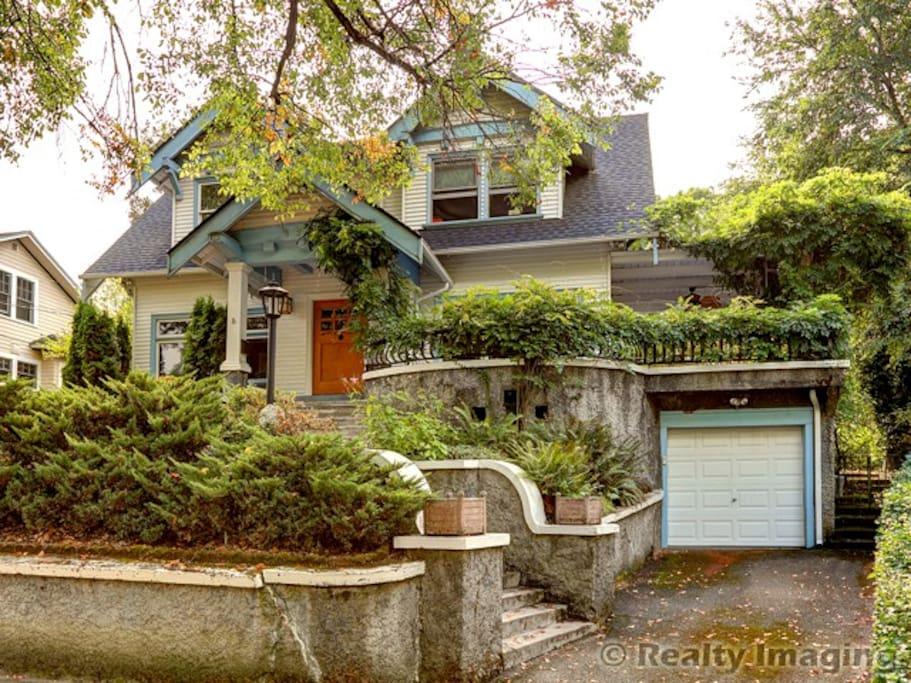 Lovely remodeled 1910 craftsman home laurelhurst houses for Portland craftsman homes